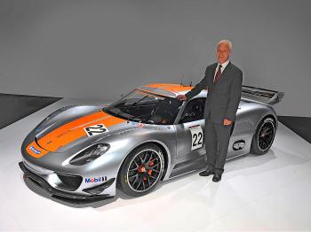 NEW PORSCHE: Matthias Mueller, President and CEO of Porsche AG, presents the Porsche 918 RSR (Porsche AG)