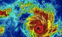 Australia Cyclone: Yasi Bears Down on Queensland