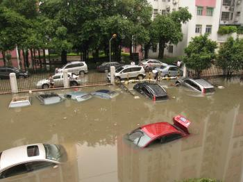 On May 7, Guangdong experienced heavy rains that submerged thousands of cars under water. (The Epoch Times Archive)