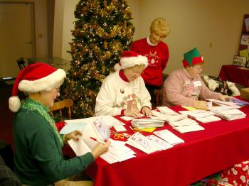 SANTA'S ELVES: Residents of Santa Claus, Indiana help send responses from Santa to children all over the world.   (The Epoch Times)