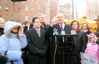 Sen. Charles Schumer (C) Council Member Daniel Garodnick (L) and Council Speaker Christine Quinn (R) joined Stuyvesant Town and Peter Cooper Village tenants in a rally to appeal to Fannie Mae and Freddie Mac on Sunday Jan. 31. (Catherine Yang/The Epoch TImes)