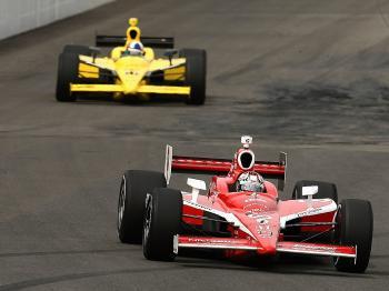 Scott Dixon leads team mate Dario Franchitti during the IndyCar Series Bridgestone Indy Japan 300 Mile on September 19, 2009. (Chris McGrath/Getty Images)