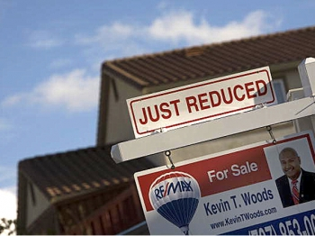Home prices are dropping around the nation, which makes this a great time for buyers. (David Paul Morris/Getty Images)