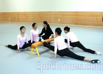 Fei Tian has a high teacher to student ratio. (By Huang Ailun/ The Epoch Times)