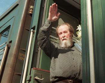 Russian writer Alexander Solzhenitsyn waves as he gets on a train on June 1, 1994 in Vladivostok bound for Khabarovsk. Russian writer and dissident Solzhenitsyn died on August 3, 2008 at the age of 89. (Michael Estafiev/Getty Images)
