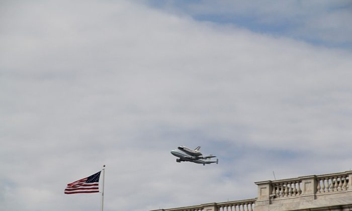 Space shuttle Discovery flew right over Capitol Hill in Washington, Tuesday, April 17, on its last flight before retiring to the Smithsonian's annex at Dulles International Airport. (Shar Adams/The Epoch Times)