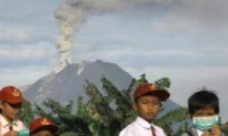 Sumatra Volcano Erupts for Second Day, Thousands Evacuate