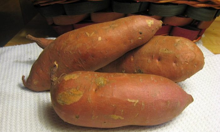 A sweet potato is delicious and nutritious. (Maureen Zebian/The Epoch Times)