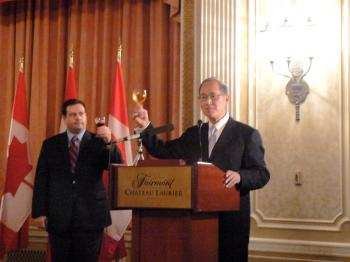 The Hon. Jason Kenney, Secretary of State (Multiculturalism and Canadian Identity), and Dr. David Tawei Lee, Taiwan's Representative in Canada, raise their glasses in a toast to celebrate Taiwan's National Day at a reception in Ottawa. (Donna He/The Epoch Times)
