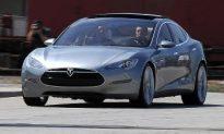 Green Power: Daimler Buys 10 Percent Stake in Tesla
