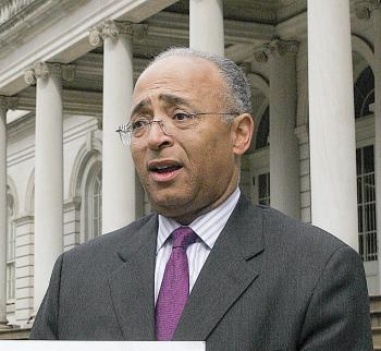 Mayoral candidate City Comptroller William Thompson (D) (Tim McDevitt/The Epoch Times)