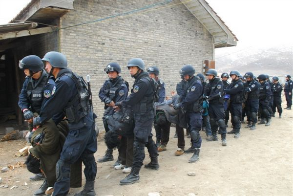 Tibetans' are forced to bow down as they are taken away by Chinese security forces. (From a Chinese military forum)