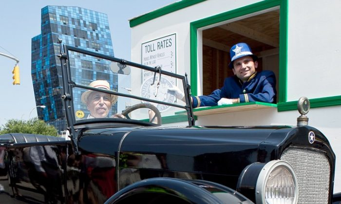 A 1924 Star Open Touring Car, owned by Antique Automobile Association of Brooklyn President Lenny Shiller, at a tollbooth set up on the Williamsburg Bridge on July 19, 2011, the 100th anniversary of when East River bridge tolls became free. (Amal Chen/The Epoch Times)
