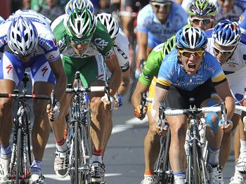 Britain's Mark Cavendish (2ndR) sprints to the finish line ahead of Gert Steegmans (L), Thor Hushovd (2L) and Sylvain Chavanel (R) to win Stage Twelve of the 2008 Tour de France  (Patrick Hertzog/AFP/Getty Images)