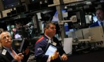 US Stocks Rise on Slowest Trading Day of 2010