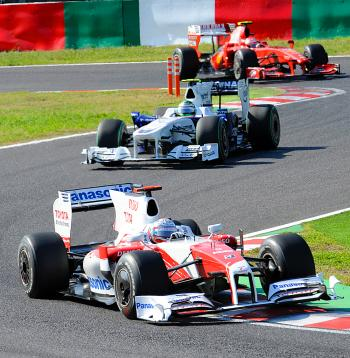 Toyota's Jarno Trulli leads Nick Heidfeld's BMW Sauber and Ferrari's Kimi Raikkonen during the final of the Japanese Formula One Grand Prix. (Yoshikazu Tsuno/AFP/Getty Images)