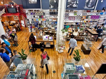 RENOVATED: The newly renovated layout of Tekserve, an independent Apple retailer, is seen on Thursday. (Amal Chen/The Epoch Times)