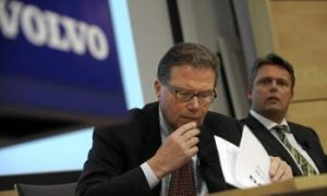 Sweden Approves Loan Guarantees to Volvo but Not Saab