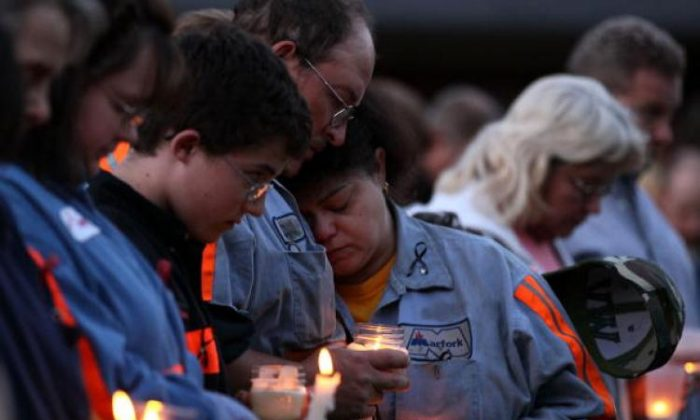 West Virginia Mine Tragedy: People participate in a candlelight vigil on April 10, 2010 to honor the coal miners that were killed, a few days before in Montocal, West Virginia. (Mark Wilson/Getty Images)