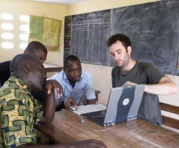 Amir Kaplan teaching Ivory Coast villagers to use computers for their first time. (Yuval Russek)