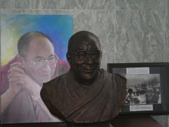 DALAI LAMA PORTRAYED: Two renderings of His Holiness The Dalai Lama. The painting is by Haiyan, the sculpture by Chen Weiming. Artworks were exhibited Oct. 1-2 at the Rayburn House Office Building. (Gary Feuerberg/The Epoch Times)
