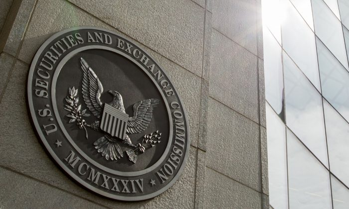 The seal of the U.S. Securities and Exchange Commission at SEC headquarters in Washington, D.C., on June 19, 2015. (AP Photo/Andrew Harnik)