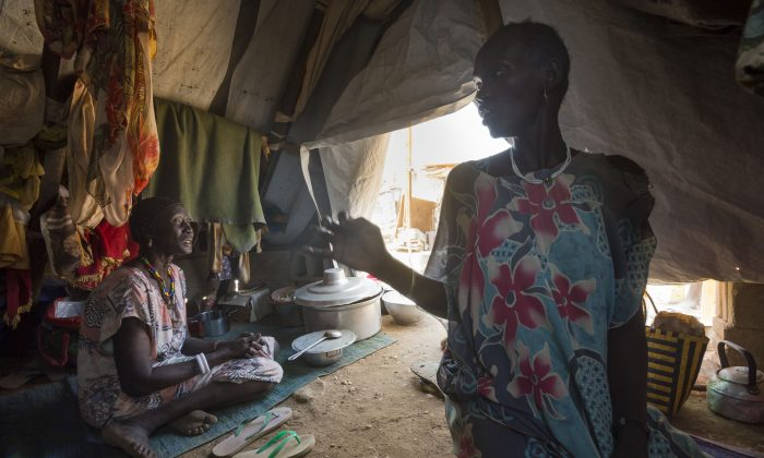 Mary and her sister, Martha Aylynyayuach, find a safe shelter at the UN House IDP Camp in Juba, South Sudan, on Feb. 2014. (Petterik Wiggers/Oxfam East Africa/Flickr/CC BY)
