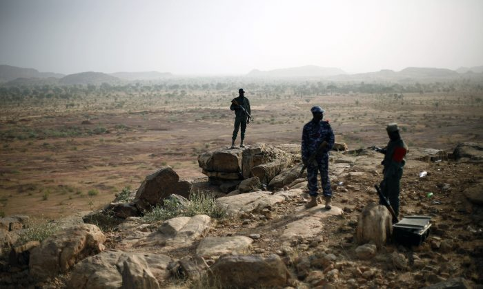 Malian troops man an observation post outside Sevare, some 620 kms (400 miles)  north of Mali's capital  Bamako Thursday, Jan. 24, 2013. (AP Photo/Jerome Delay)