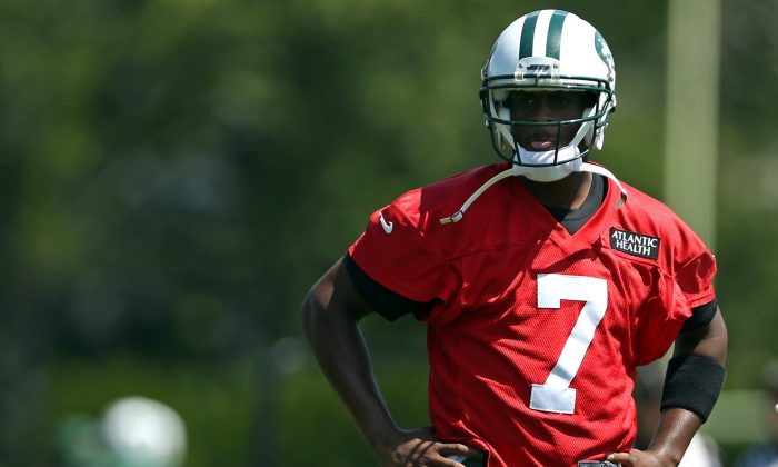 New York Jets quarterback Geno Smith may be under some added pressure this season. (AP Photo/Adam Hunger)