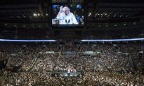 These Bernie Sanders Crowd Shots Should Make Hillary Clinton Worried as More Than 19,000 Attend