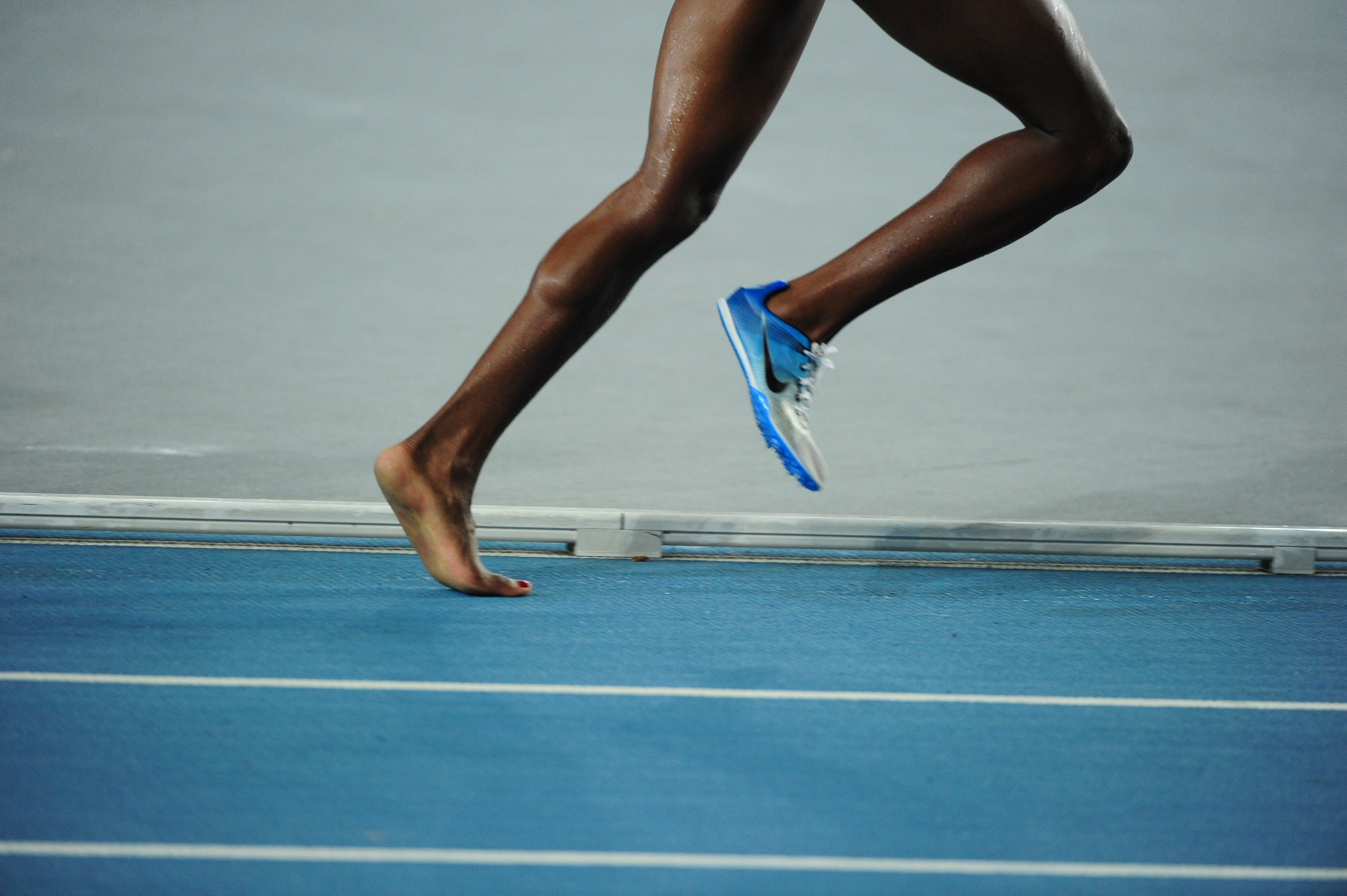 картинка убегающих ног
