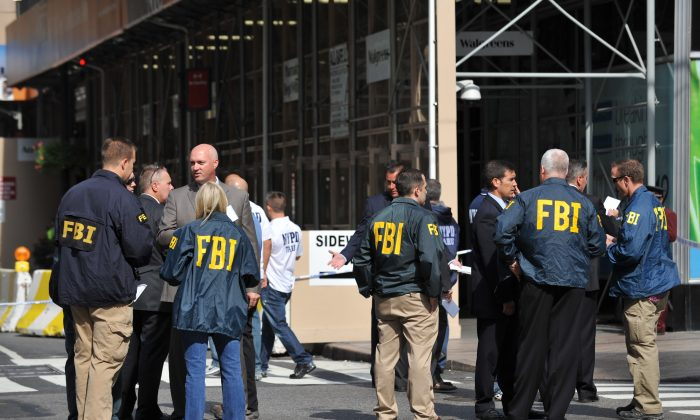FBI agents  investigate a shooting in front of the Empire State Building August 24, 2012 on Fifth Avenue in New York. (Stan Honda  /AFP/GettyImages)