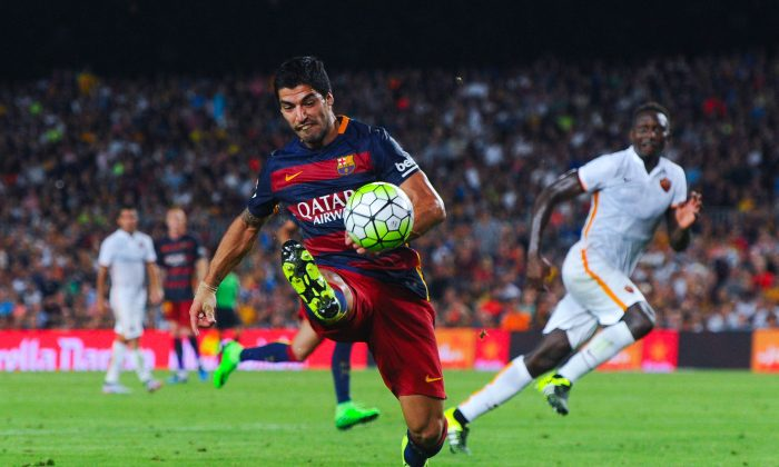 Luis Suarez of FC Barcelona controls the ball during the Joan Gamper trophy match at Camp Nou on August 5, 2015 in Barcelona, Spain. (David Ramos/Getty Images)