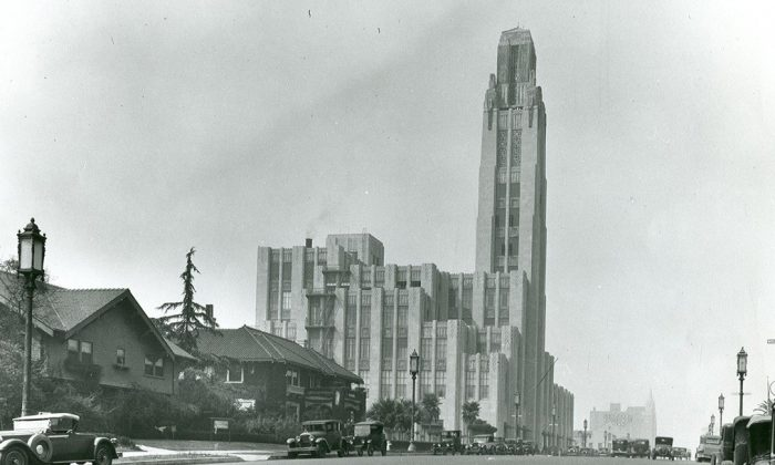 The Arte Moderne (Art Deco) Bullocks Wilshire building as it stood at its opening in 1929 in a residential neighborhood in Los Angeles, not the busy urban corridor as this section of the city has become today. (Security Pacific Collection, Courtesy Los Angeles Public Library)