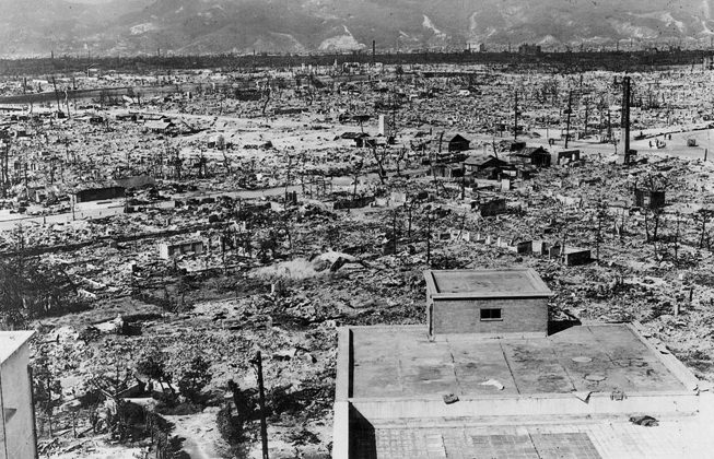 The aftermath of the atom bomb in Hiroshima, 1945. (Public domain)