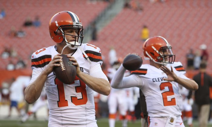 Cleveland Browns quarterbacks Josh McCown (L) and Johnny Manziel have worked well together this summer. (AP Photo/Ron Schwane)