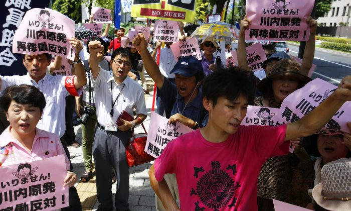 Protesters at the restart of Japan's Sendai 1 reactor. (AP Photo/Shizuo Kambayashi)