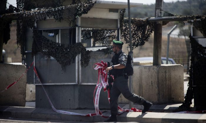 An Israeli border policeman clears a checkpoint near the West Bank of Nablus, Monday, Aug. 17, 2015. (AP Photo/Ariel Schalit)