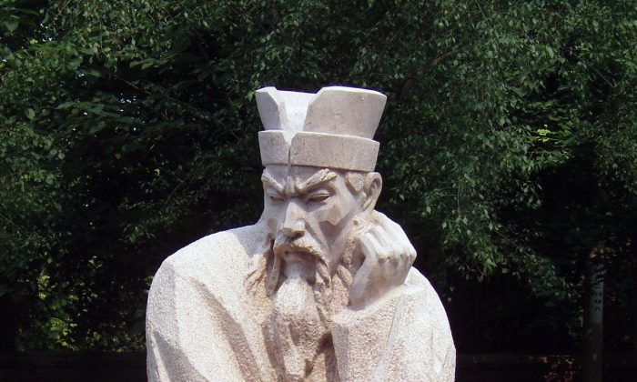 A modern Chinese statue of Shang Yang