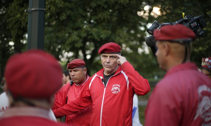 Curtis Sliwa speaks to members of the Guardian Angles in Central Park,  Aug. 12, 2015, in New York. (Frank Franklin II/AP)