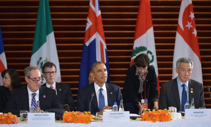 President Barack Obama (C) at a meeting with leaders from the Trans-Pacific Partnership at the U.S. Embassy in Beijing on Nov. 10, 2014. (L-R) U.S. Trade Representative Mike Froman, Obama, and Singapore Prime Minister Lee Hsien Loong. (Mandel Ngan/AFP/Getty Images)