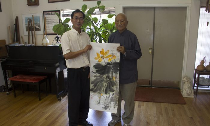 Dr. Yun Chung Chiang in his El Cerrito Studio on July 19, displaying his artwork with Epoch Times staff. (Epoch Times)