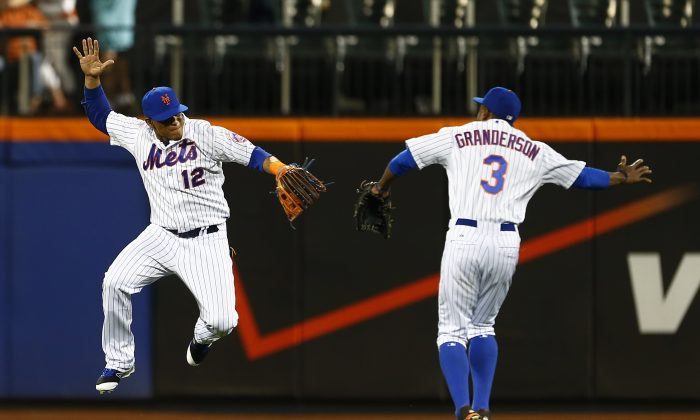 Juan Lagares (L) and Curtis Granderson have the Mets in prime position for a postseason run. (Rich Schultz/Getty Images)