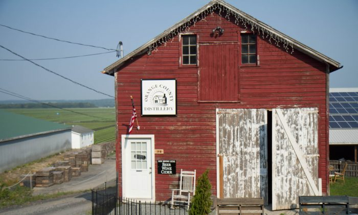 The barn-cum- tasting room for the Orange County Distillery with the farm in the background in Goshen on Aug. 18, 2015. (Holly Kellum/Epoch Times)