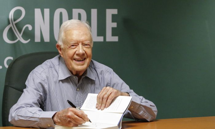 "Former US President Jimmy Carter signs his new Book ""A Full Life: Reflections at Ninety"" at Barnes & Noble on 5th avenue in New York on July 7, 2015. (Kena  Betancur/AFP/Getty Images)"