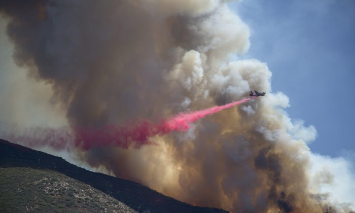 A firefighter aircraft drops fire retardant at the Cabin Fire in the Angeles National Forest on August 15, 2015 north of Azusa, California. (David McNew/Getty Images)