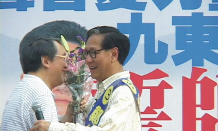 Lin Feng and HK legislative candidate Zheng Jinghan. Photo: The Epoch Times