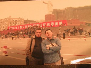 After the conflict, some protestors still remained at the scene. Liu Zhengyou (front left), representative of right protection of farmers who lost their land, Wang Yi (right), author of this article. (The Epoch Times)