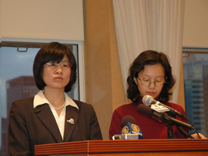 Lili Ma (L) describes the consequences to her family and friends from CCP harassment tactics. Ma, her husband, and daughter all received repeated pre-recorded calls defaming Falun Gong.