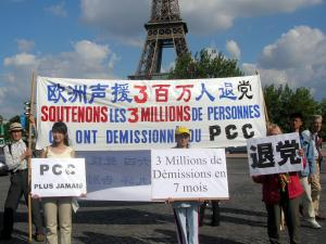 July 9 parade at the Human Rights Square at the Eiffel Tower in Paris in support of three million people quitting the Chinese Communist Party. (The Epoch Times)